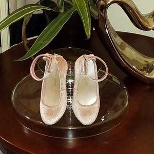 American Eagle kids pink dress shoe w/ankle strap